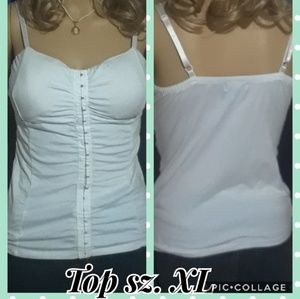 Tops - White clasped tank top